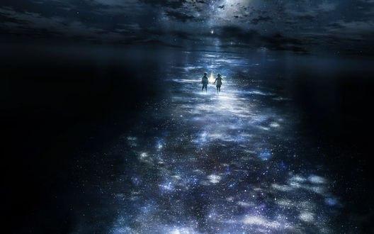 Обои Мальчик и девочка стоят в воде на дорожке из млечного пути, отражающегося в ней