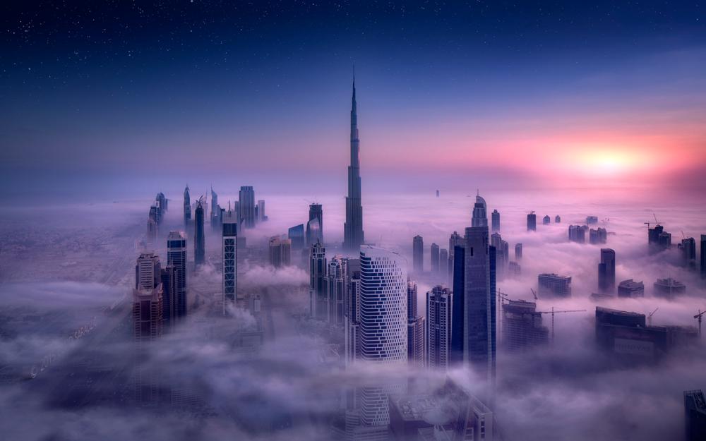 Обои для рабочего стола Вид на небоскребы Dubay / Дубая, Объединенные Арабские Эмираты в тумане с высоты