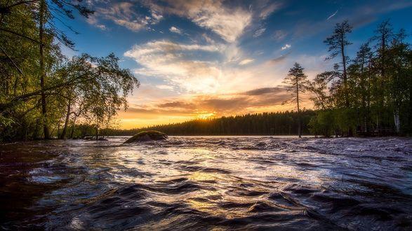 Обои Восход летнего солнца над горной рекой, фотограф Juuso Oikarinen