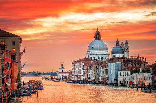 Обои Венецианский канал на фоне яркого заката, Venezia, Italy / Венеция, Италия