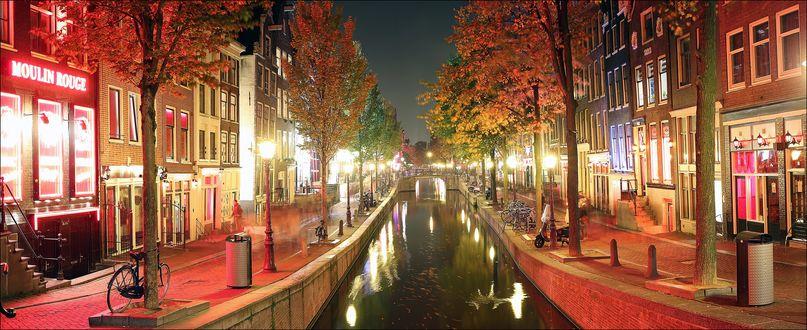 Обои Amsterdam / Амстердам, канал освещенный фонарями вечером осенью