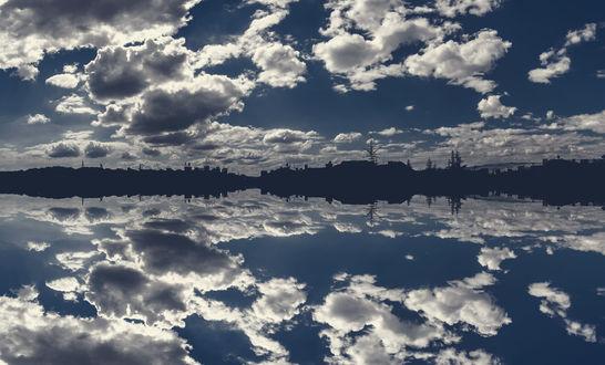 Обои Облачное небо над городом и отражение их в воде, фотограф Lord Ogeday Сelik