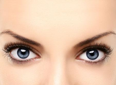 Обои Голубые глаза девушки с ресницами