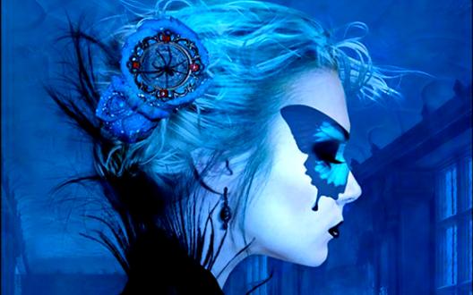 Обои Девушка в маске в виде бабочки на голубом фоне