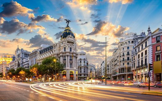 Обои Старинная архитектура на улице Гран-Виа, Мадрид, Испания