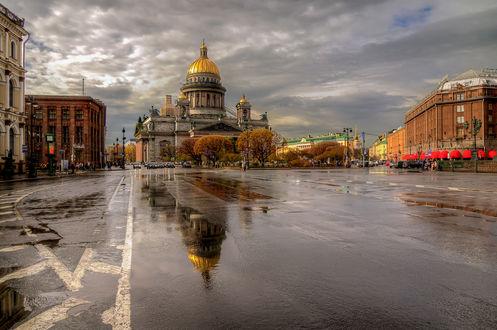 Обои Дождь в Питере осенью. Мокрый асфальт возле Исаакиевского собора. Санкт Петербург, Россия