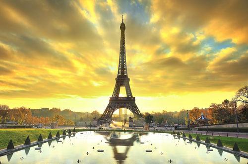 Обои Эйфелева башня / la tour Eiffel, на Елисейских полях / les Champs-Elysees в Париже / Paris, Франция / France осенью