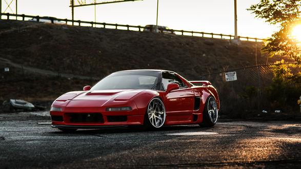 Обои Красная Honda NSX стоит на дороге