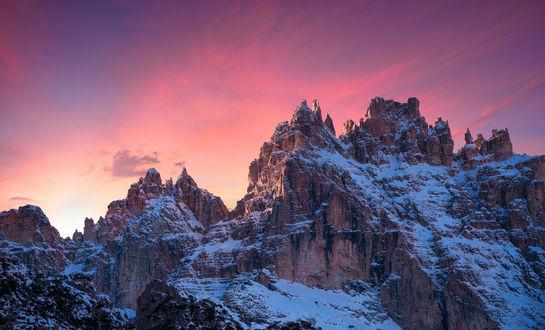 Обои Горные вершины под розовым облачным небом, фотограф Martin