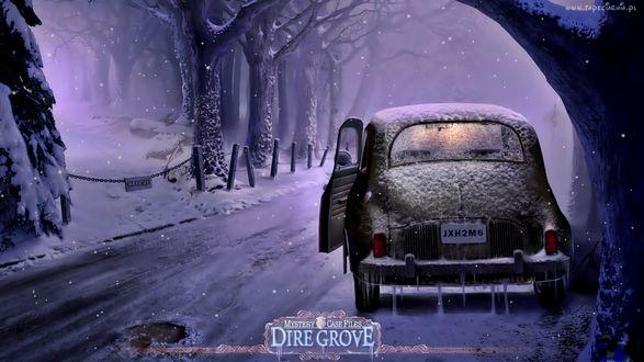 Обои Автомобиль стоит на дороге, возле деревьев, зимой, ночью, под снегом, с приоткрытой дверью. (Dire Grove)
