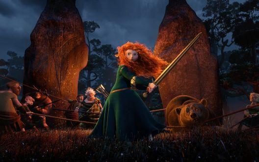 Обои Merida / Мерида защищает свою мать, момент из мультфильма Brave / Храбрая сердцем