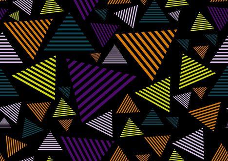 Обои Разноцветные треугольники на черном фоне