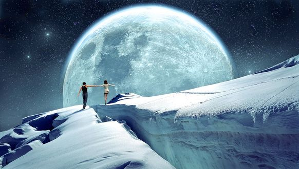 Обои Пара влюбленных на заснеженных горах, полная луна в ночном небе, by Stefan Keller