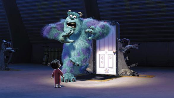 Обои Большой лохматый монстр Джеймс Пи Салли Салливан / James P. Sulley Sullivan испугался маленькую Бу / Boo из мультфильма Monsters Inc. / Корпорация монстров