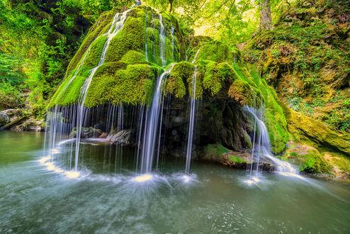 Обои Пейзаж с красивым водопадом в лесу, фотограф Stefan S
