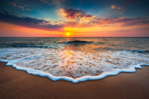 Обои Красивый восход солнца над морем, фотограф Валентин Валков