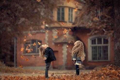 Обои Дети радуются приходу осени. Фотограф Марианна Смолина