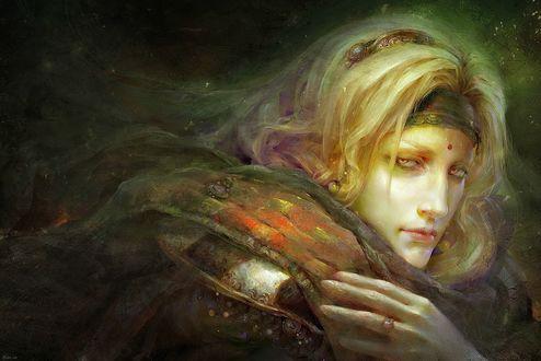 Обои Парень со светлыми волосами, с украшениями и змеей на плечах