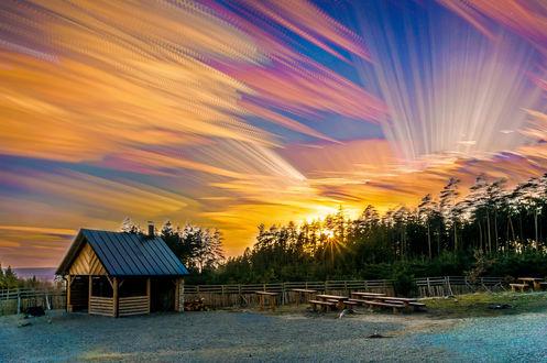 Обои Деревянный домик под красочным небом, фотограф Tonda Melichar