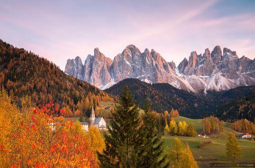 Обои Осенний закат в Val di Funes / Валь-ди-Фюнес, Italy / Италия, фотограф Marco Grassi