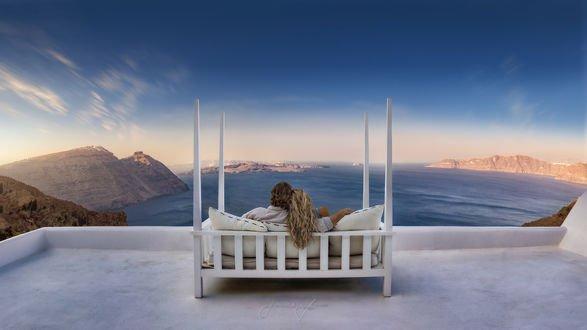 Обои Парень с девушкой любуются видом на море, фотограф Beno Saradzic