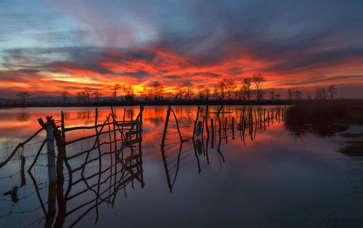 Обои Разлив реки на фоне вечернего неба