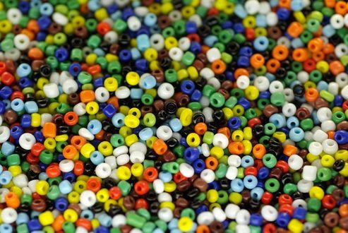 Обои Много разноцветного бисера