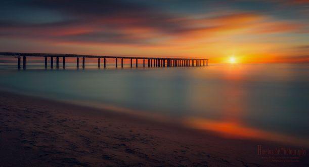 Обои Мост, уходящий к горизонту, где ярко светит солнце, фотограф hmetosche