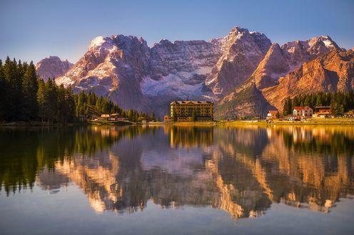 Обои Гостиница у гор на озере Pietranzoni / Пьетранзони, фотограф Marco Carotenuto