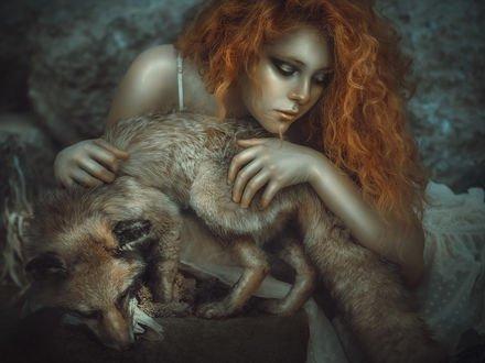 Обои Рыжеволосая девушка с лисой, фотограф Rebeca Saray