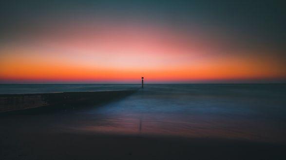 Обои Спокойное море на закате солнца