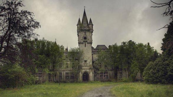 Обои Заброшенный замок Миранда в Бельгии
