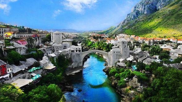 Обои Арочный мост через реку в старой части города Мостар, Босния и Герцеговина
