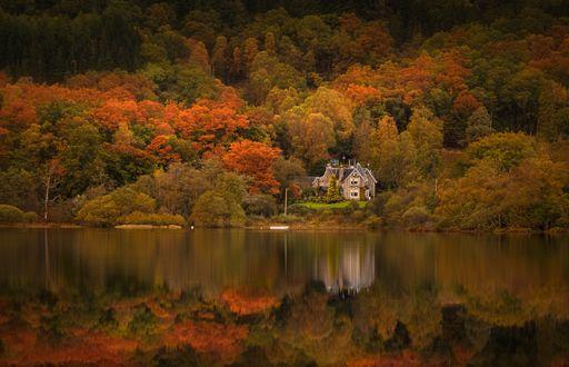 Обои Дом Старого Манса на Loch Achray, Trossachs, Scotland / Лох-Ачрей, Троссач, Шотландия, фотограф Adam West