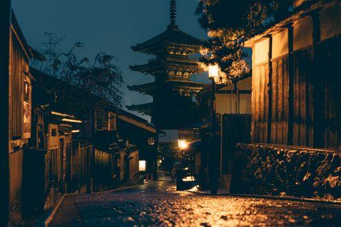 Обои Ночная улочка старого Kyoto / Киото с видом на пагоду, Japan / Япония