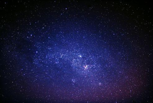 Обои Космическая туманность в фиолетово-розовых тонах