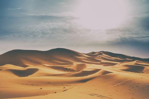 Обои Солнце над пустыней Сахара в Марокко