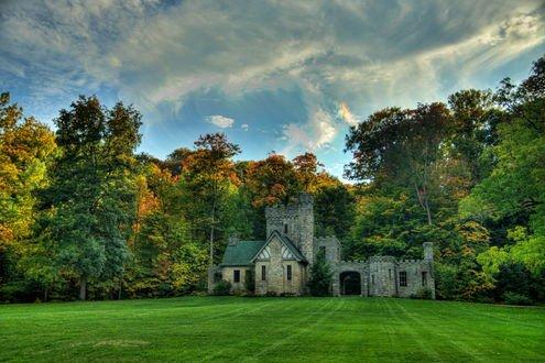 Обои Небольшой замок у леса в штате Огайо, США / Ohio, USA