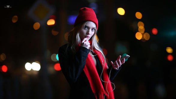 Обои Девушка Катерина стоит на фоне ночных огней, фотограф Dmitry Arhar