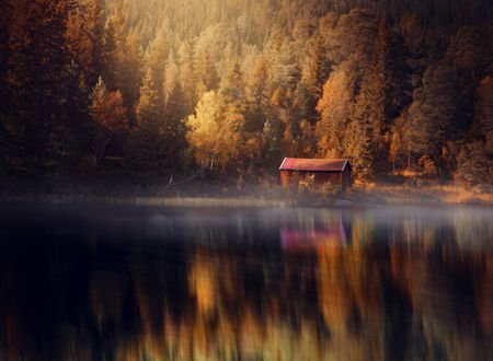 Обои Домик у озера на фоне осеннего леса, by streamweb