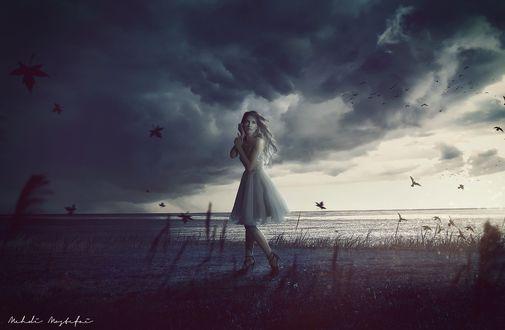 Обои Девушка стоит под мрачным небом, by Mehdi Mostefai