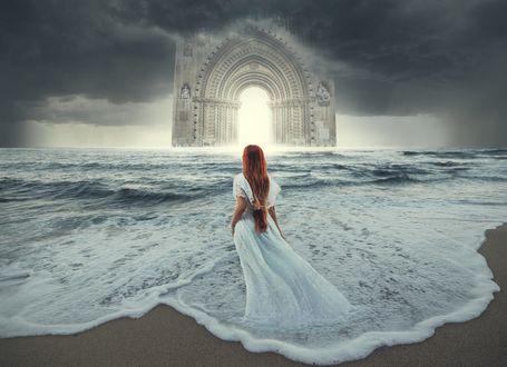 Обои Девушка в длинном платье стоит в воде перед мрачным небом над аркой, фотограф Maryna Khomenko