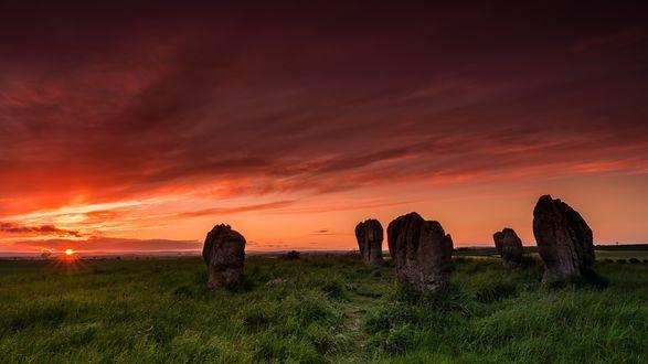 Обои Каменные глыбы Дуддо на закате, графство Нортумберленд, Великобритания / Duddo Five Stones, Northumberland, United Kingdom / Great Britain