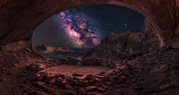 Обои Вид из пещеры на млечный путь, False Kiva, Canyonlands National Park, Utah, USA