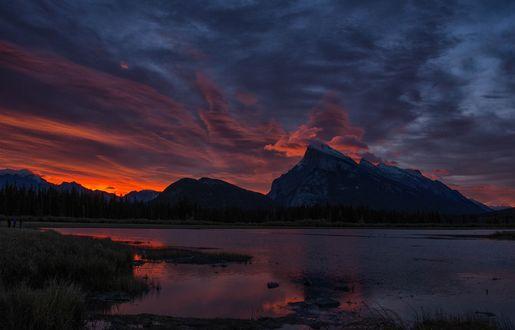 Обои Канадские скалистые горы на восходе солнца над Vermillion Lakes / Вермиллионскими озерами, фотограф SandyK29