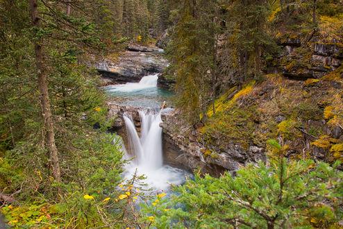 Обои Один из красивейших водопадов вдоль Johnston Creek / Джонстон Крик, Johnston Canyon, Banff, Alberta, Canada / Каньон Джонстон, Банф, Альберта, Канада, фотограф SandyK29