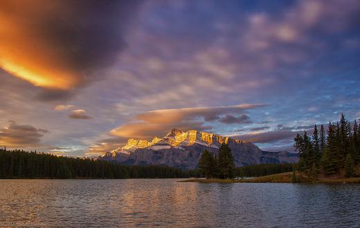 Обои Великолепный восход солнца на озере Two Jack Lake / Джек Джек, дикая природа вокруг Minnewanka Loop / петли Минневанки, около Banff, Alberta / Банфа, Альберта, фотограф SandyK29