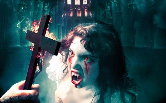 Обои Вампирша в замке плачет кровью при виде креста