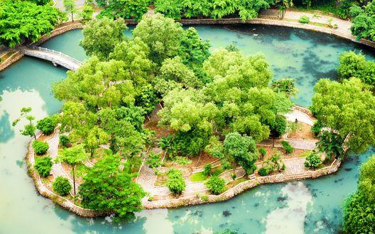Обои Парк с прудом и мостиками в провинции Ninh Binh / Нянь Бинь, Вьетнам