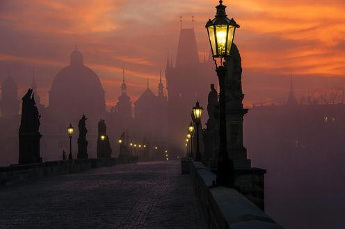 Обои Прага / Prague в тумане вечером на закате, Карлов мост